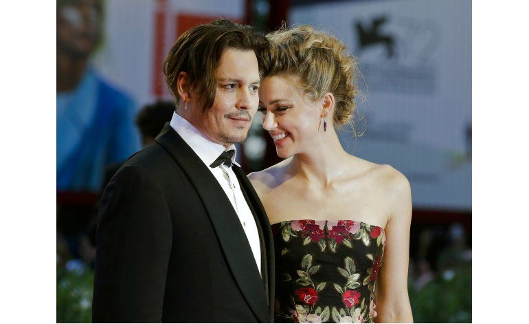 Esposa de Johnny Depp pide divorcio en Los Angeles