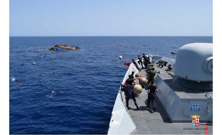 Misión europea rescata a decenas de migrantes en el mar