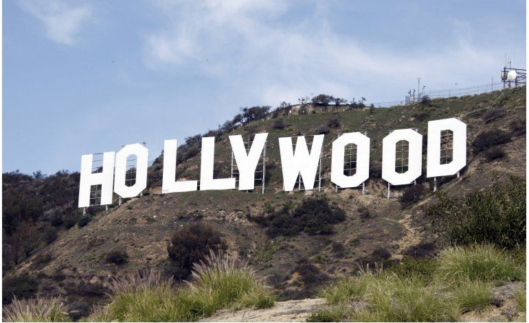 Bromista de YouTube detenido por trepar letrero de Hollywood
