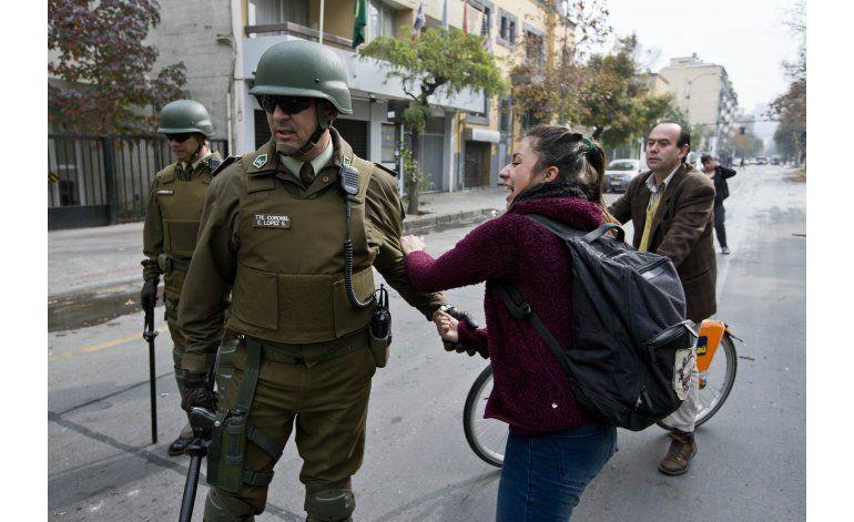 Reprimen a estudiantes chilenos en marcha  sin permiso