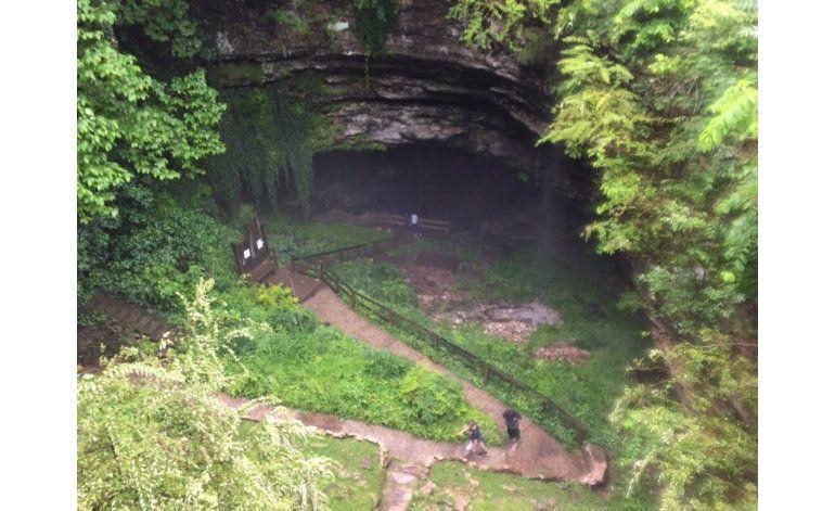 19 personas atrapadas en cueva de Kentucky logran salir