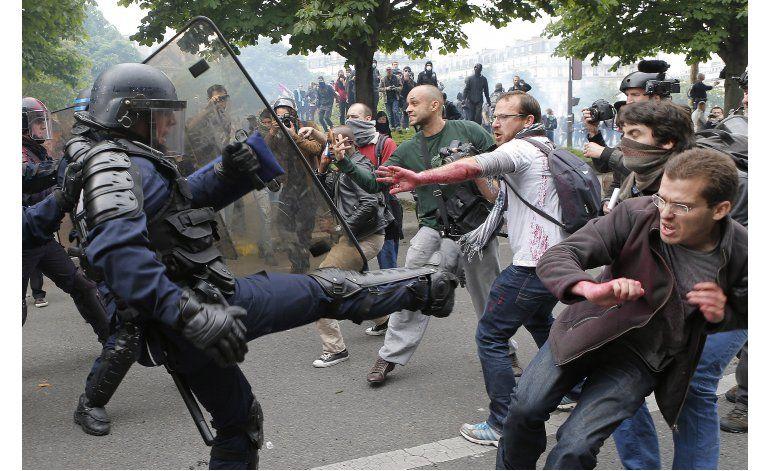 Protestas en aeropuerto francés, remite falta de combustible