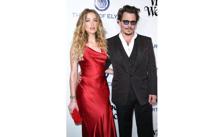 Juez ordena a Depp alejarse de esposa