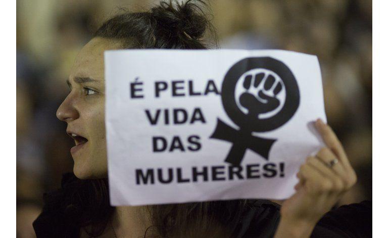 Policía de Brasil busca a sospechosos de violación grupal