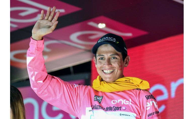 Colombiano Chaves se apodera de la maglia rosa en el Giro