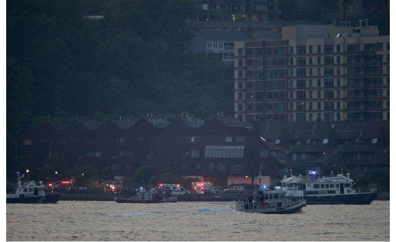 Sacan avioneta del Hudson tras accidente que dejó un muerto