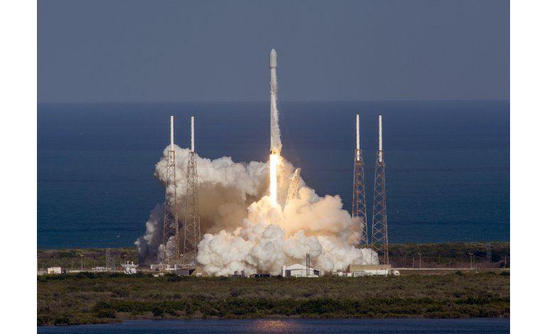 SpaceX aterriza otro cohete tras lanzar un satélite