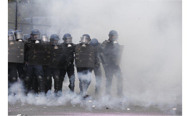 Gobierno francés dice que mejora el abasto de combustible