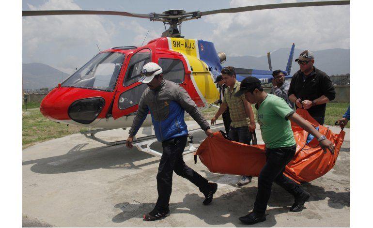 Everest está salpicado de cadáveres: más de 100 siguen ahí