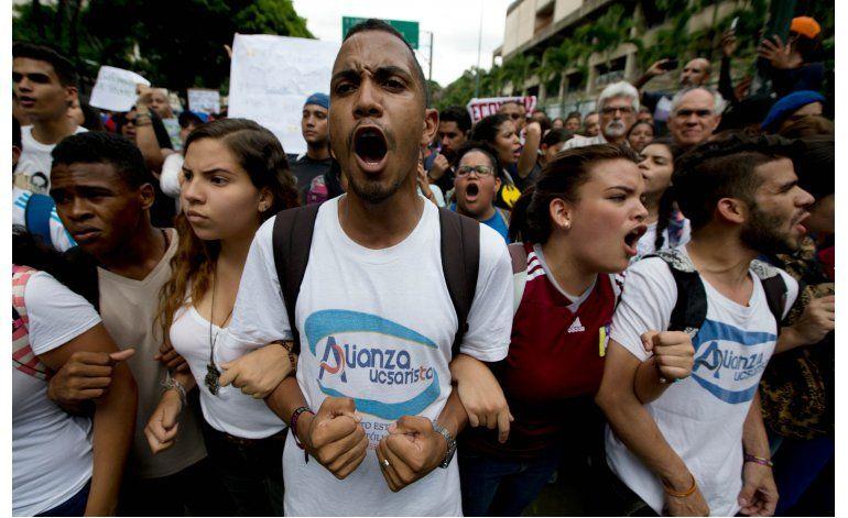 Expresidentes se reúnen por separado con líderes venezolanos