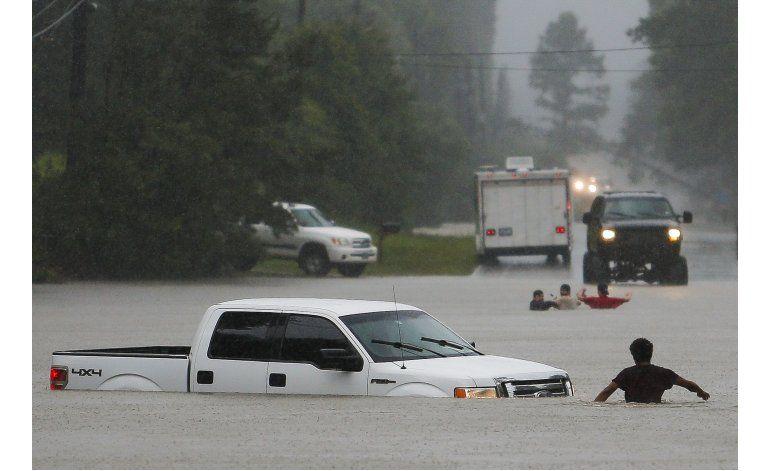 Seis muertos y 2 desaparecidos por inundaciones en Texas