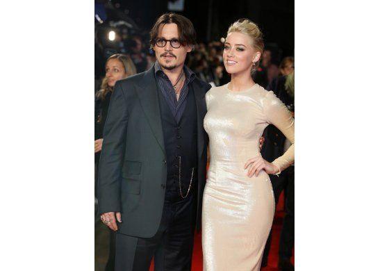 La hija de Johnny Depp lo defiende