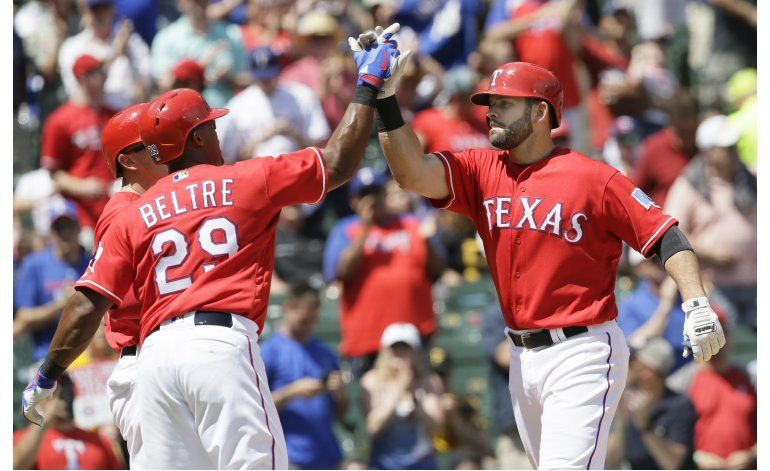 Fielder y Moreland despiertan en victoria de los Rangers