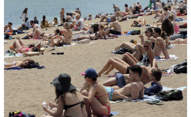 El turismo impulsa economías ibéricas, deja fríos a algunos