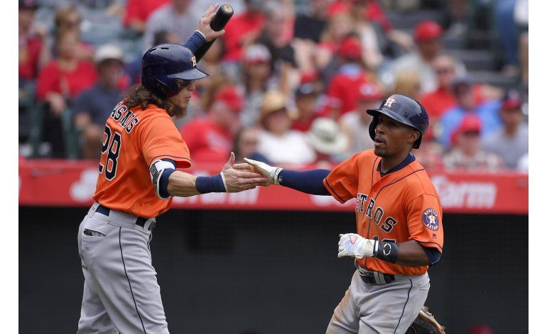 Jonrón de Correa da triunfo a Astros en 13 entradas
