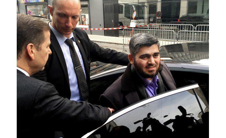Renuncia negociador de la oposición para la paz en Siria