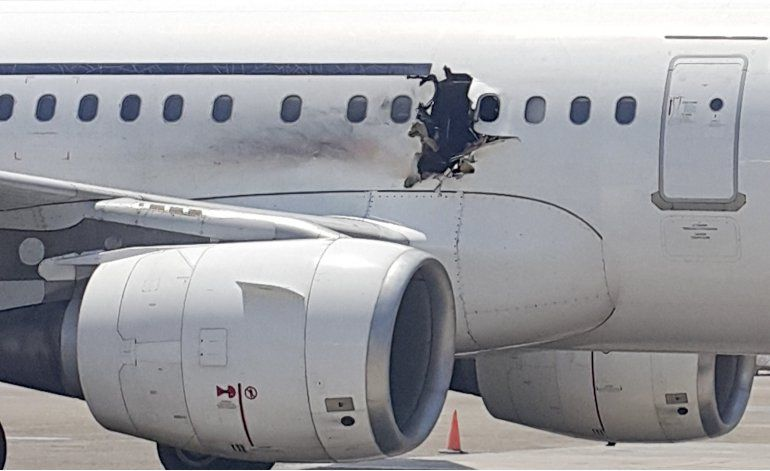 Cadena perpetua a dos hombres por bomba en avión somalí
