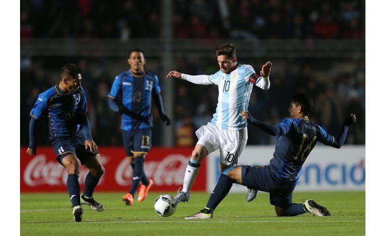 Crecen dudas de presencia de Messi en Argentina-Chile