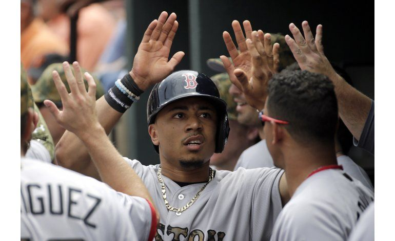 Ortiz y Hernández batean jonrones, Boston vence a Orioles
