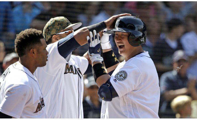 Seattle vapulea a Padres con jonrones de Seager y Lee
