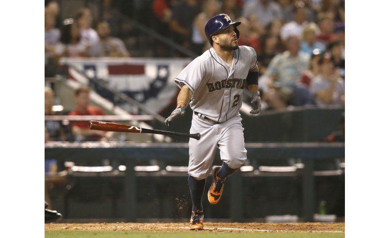Astros desatan ataque de 13 hits para vencer a DBacks