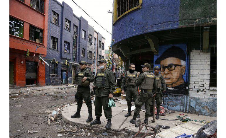 Policía toma control de mayor expendio de drogas de Colombia