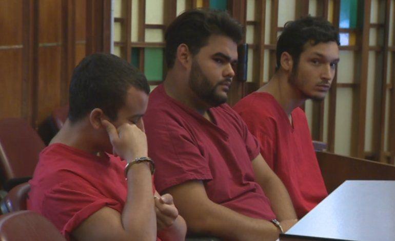 Reciben fianza jóvenes acusados de violar a una joven el día de la graduación