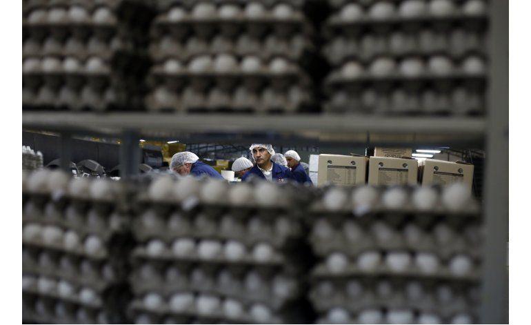 Wal-Mart se adapta e impone su ley en Chile