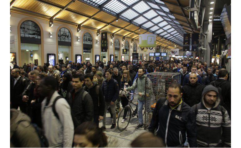 Protestas sindicales golpean a servicios de tren en Francia