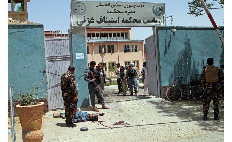 Afganistán: Seis muertos en ataque talibán en corte del este
