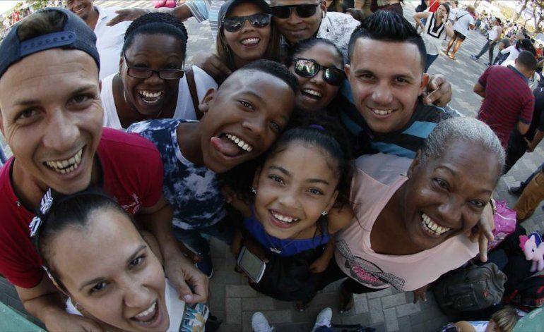 Cubanos hacen cola desde la madrugada para estudiar Inglés en Miami-Dade College