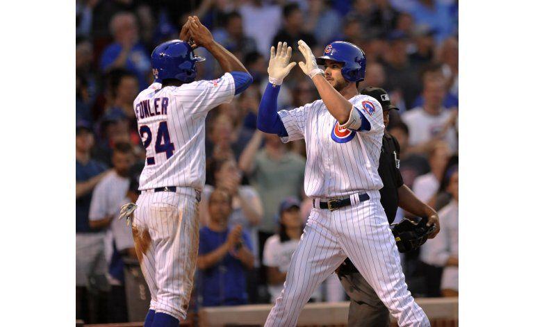 Lester domina en triunfo de Cachorros ante Dodgers