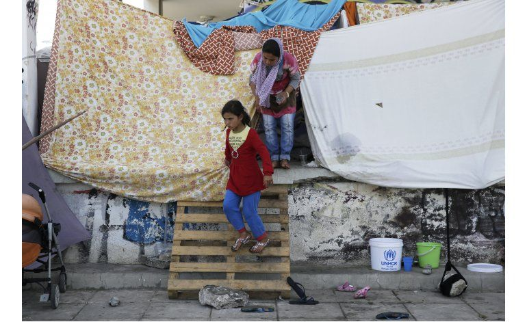 Grecia: 3 heridos en choques en campo de detención migrante
