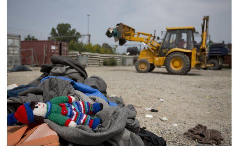 LO ULTIMO: Hungría detiene camioneta con 25 migrantes