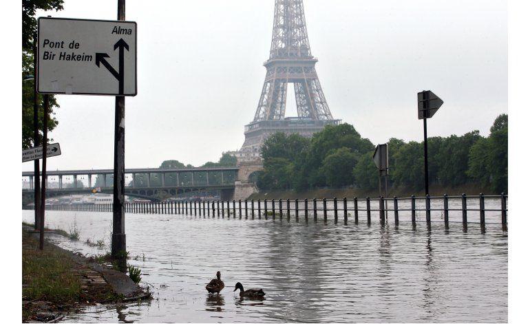 Museos Louvre y Orsay cierran por desborde del Sena