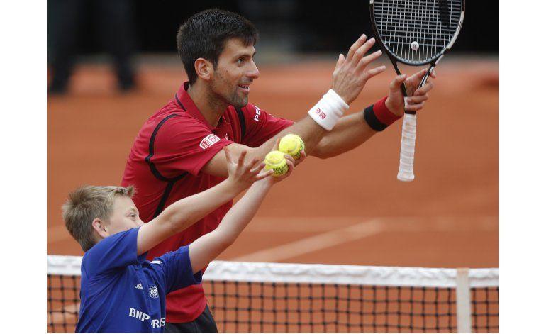 Djokovic avanza por 6to año consecutivo a semis en Francia