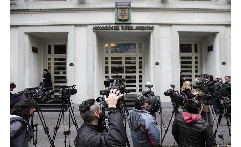 Tinelli agudiza crisis en AFA al renunciar a todo