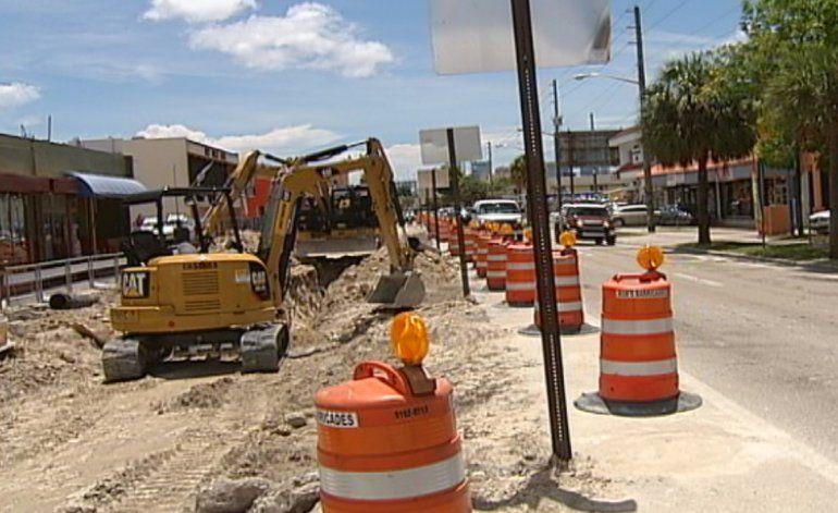 Estallan negociantes de la Pequeña Habana por obras de construcción