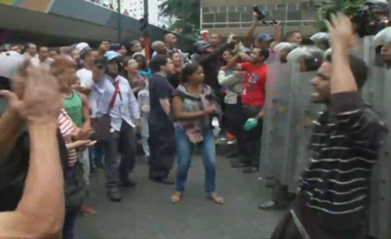 Centro de Caracas se mantiene militarizado ante las protestas espontaneas por la escasez de alimentos