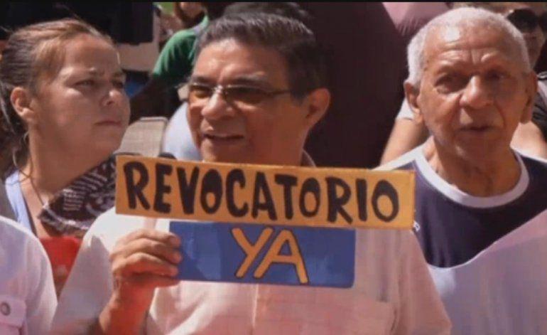 Oposición venezolana volvió este lunes a las calles para exigir la activación del referendo revocatorio contra Maduro