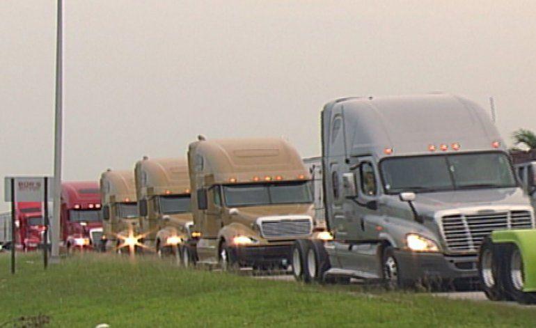 Caravana de camiones partió rumbo a Tallahassee para exigir mejorar en los pagos