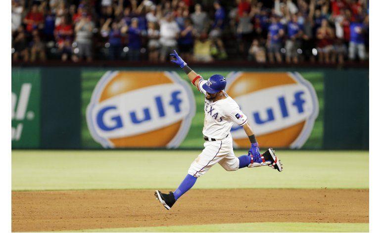 Odor define con doblete y Rangers superan a Astros