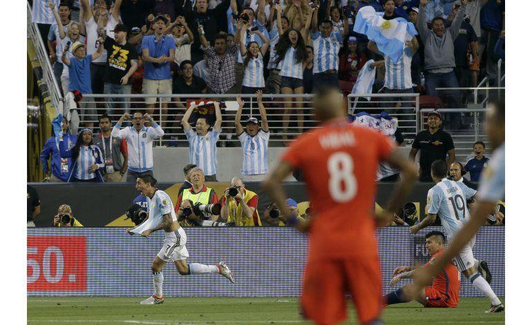 Sin Messi, Argentina vence 2-1 a Chile en debut en Copa