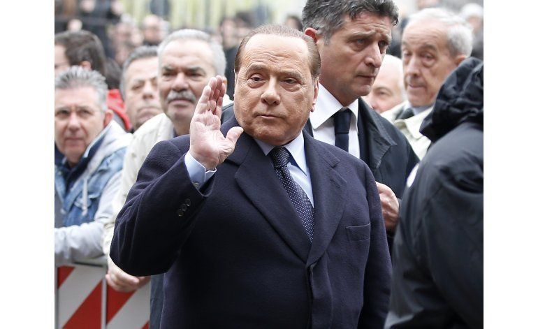 Ex premier italiano Berlusconi hospitalizado por arritmia