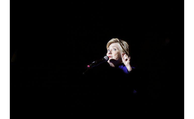 Clinton se presenta ante votantes como posible nominada