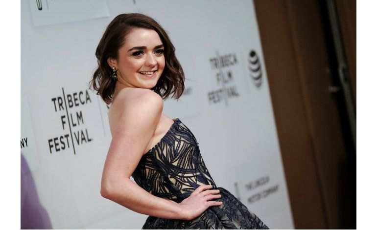 Actriz de Game of Thrones Maisie Williams reta a periódico