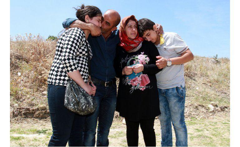 Familia migrante pierde un hijo en el mar frente a Italia