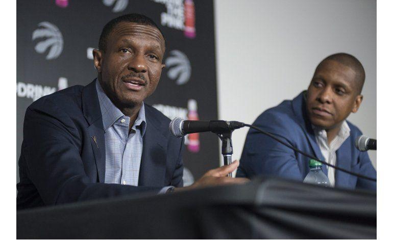 Raptors confirman extensión de 3 años a entrenador Casey