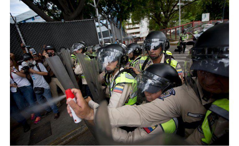 Venezuela: Repelen marcha de la oposición por referendo