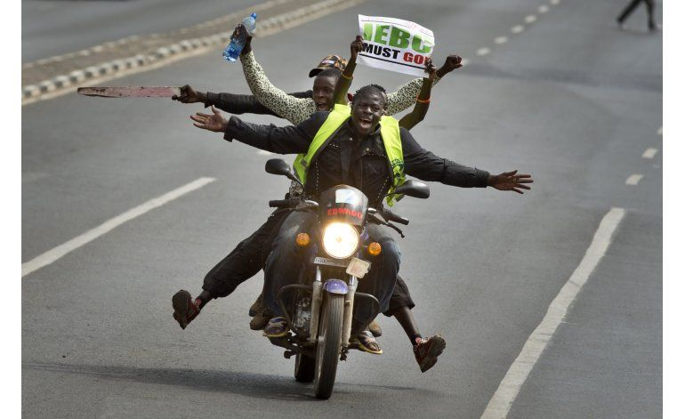 Kenia prohíbe protestas contra comisión electoral